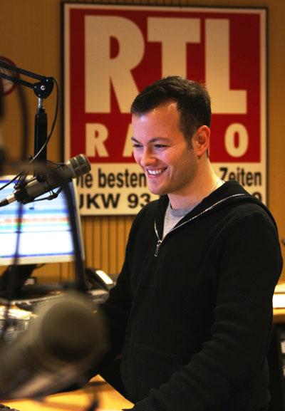 Max Foerster als Moderator im RTL RADIO Sendestudio. Foto: C. Hartmann