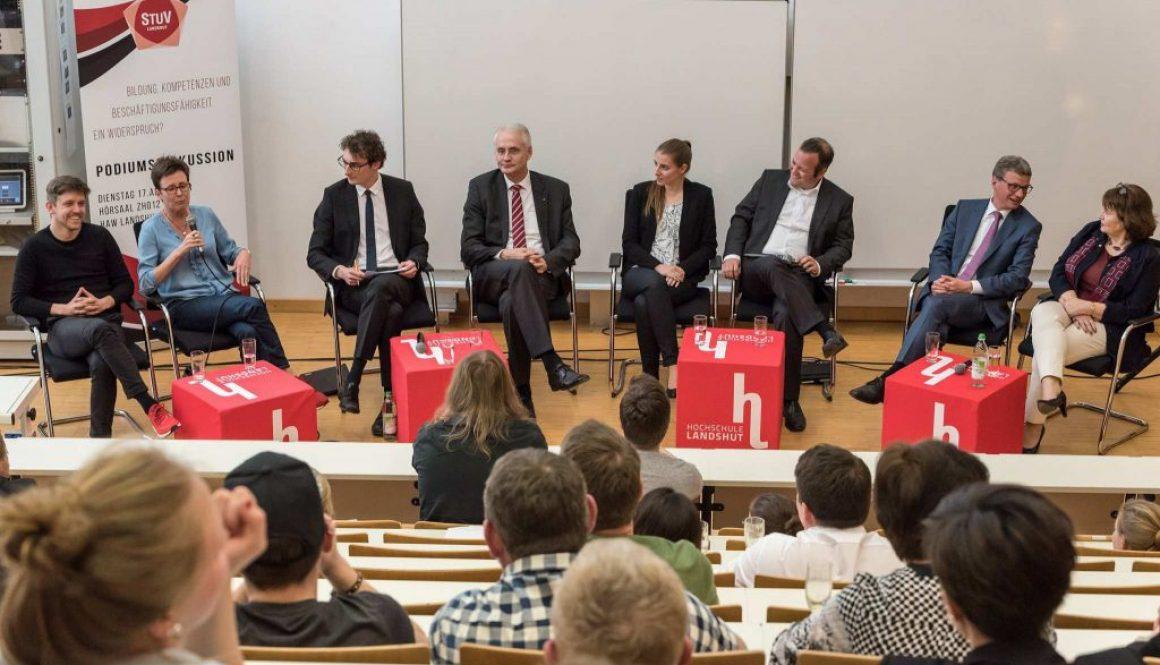 Max Foerster moderiert Podiumsdiskussion an der HAW Landshut